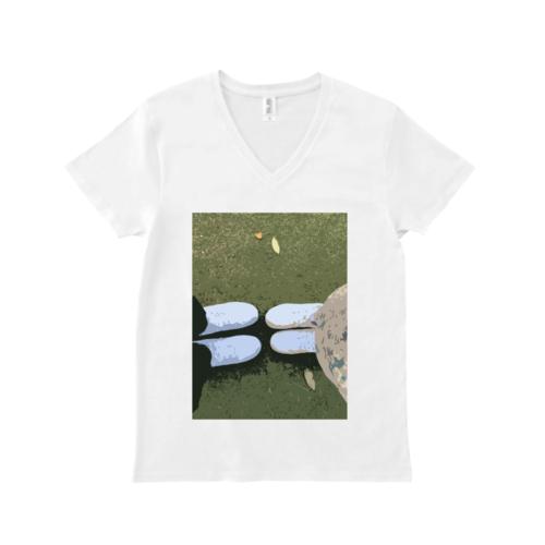 二人の足元の写真をプリントしたオリジナルTシャツ