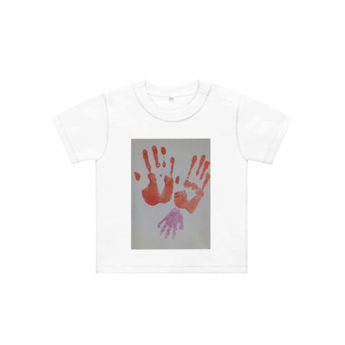 手形の写真をプリントしたオリジナルTシャツ