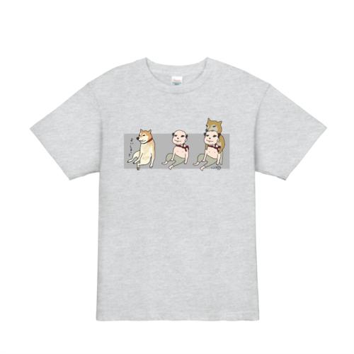 柴犬に噛まれるおじさんのゆるデザイン オリジナルTシャツプリント